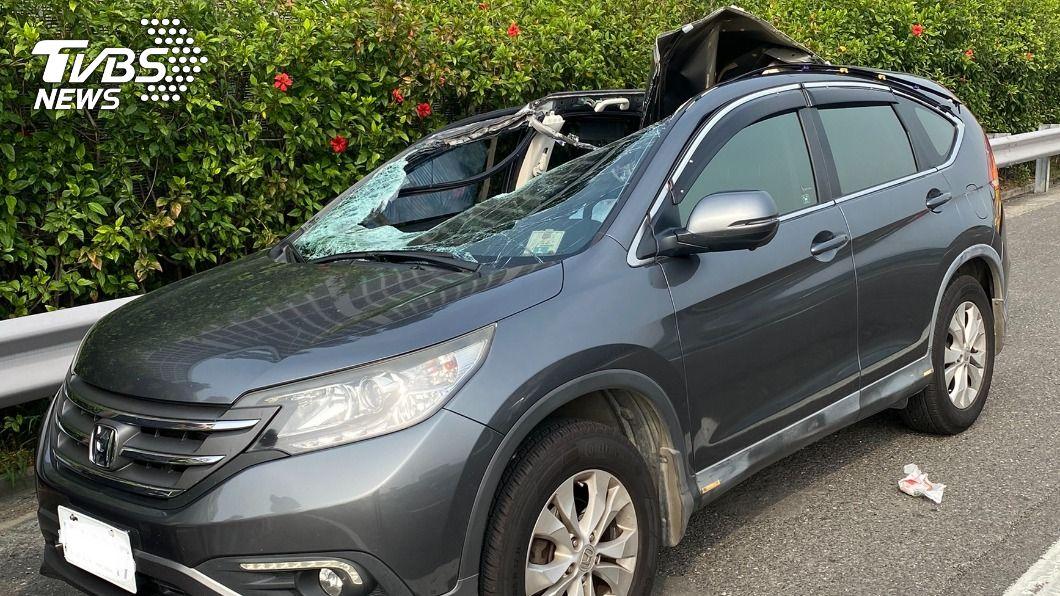 獨/輪胎脫落飛砸國道對向轎車 釀1死2傷
