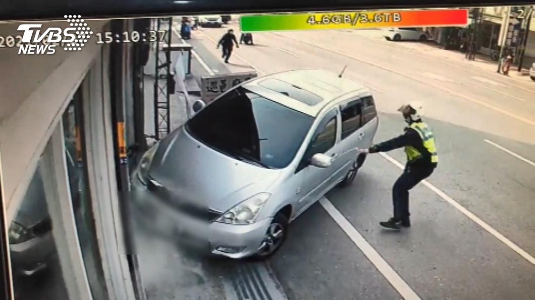 警抓毒通緝犯開3槍 匪中彈撞廚具店落網