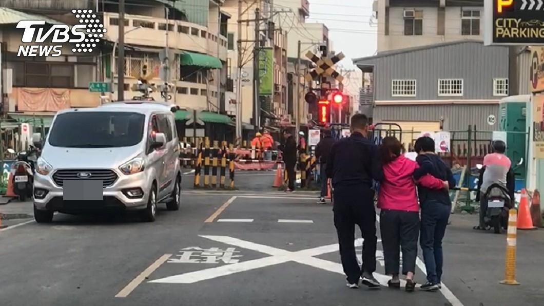 台鐵死傷事故 男闖軌道遭區間車撞死