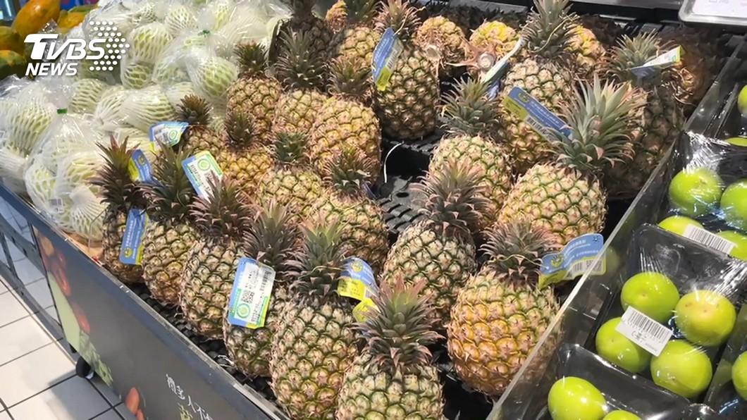 黃創夏一番「每人吃18公斤鳳梨」言論引發熱議。(示意圖/TVBS資料畫面) 人人日吃18公斤鳳梨能助果農?名嘴愣:百萬人見上帝