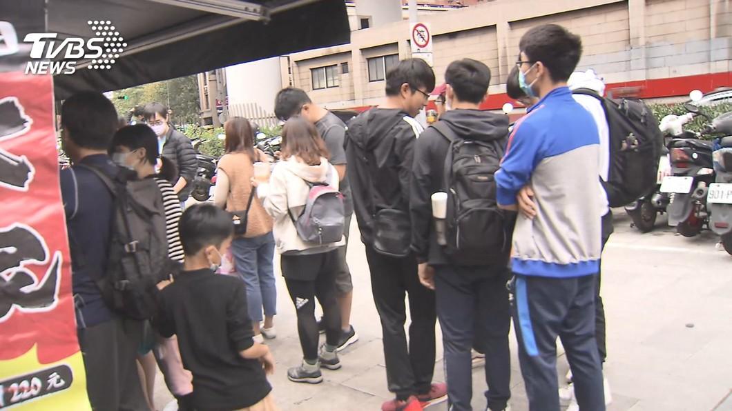 拉麵之亂!網紅推台北11店爆紅 民眾瘋排