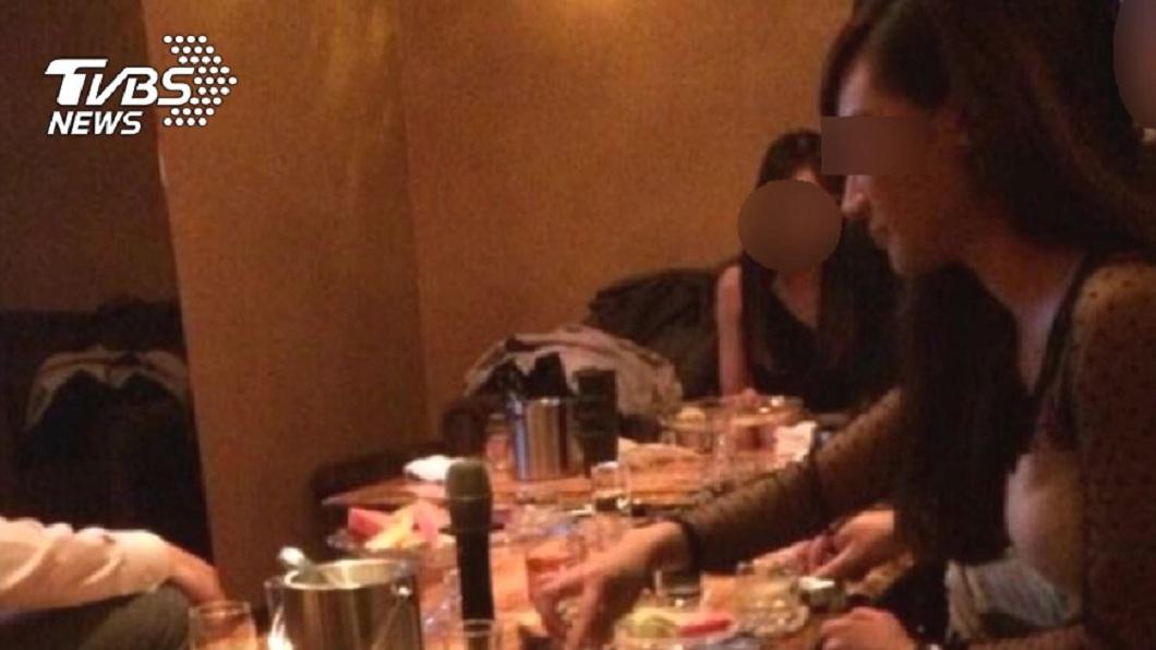 無業男子裝闊點7小姐坐檯,事後卻喊沒錢。(非當事人,資料畫面/TVBS) 失業男裝闊點7女陪酒 結帳耍賴雙手一攤:我沒錢