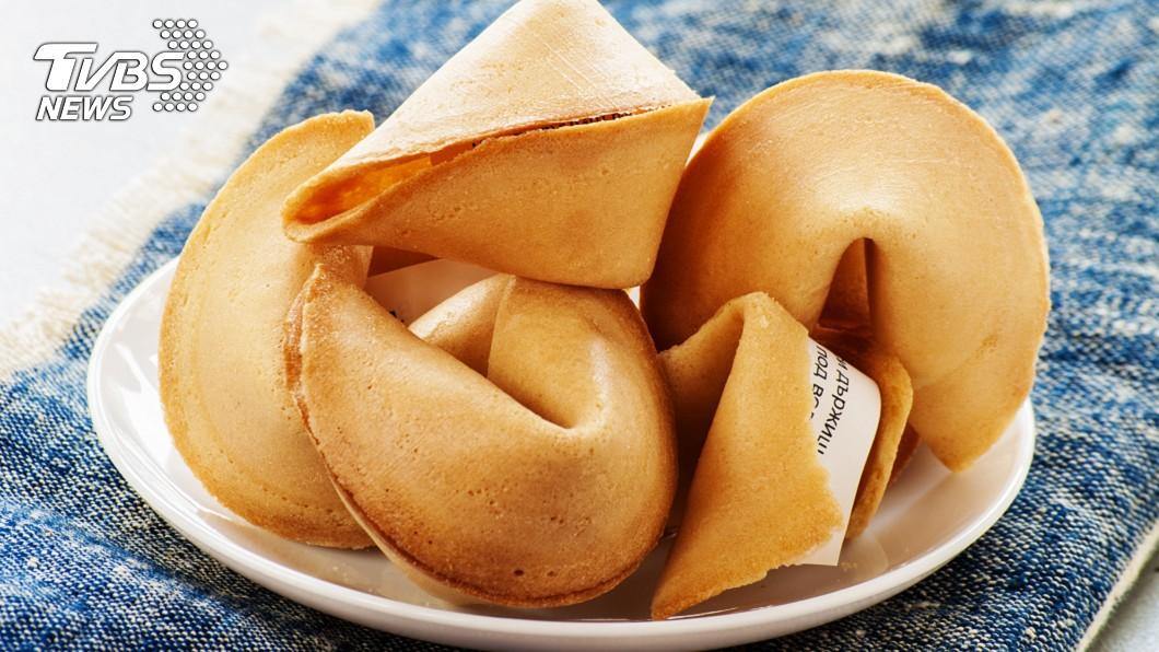 美國中餐館常見的幸運餅乾(fortune cookie)。(示意圖/shutterstock 達志影像) 幸運餅乾報明牌 美男簽「紙條神秘數字」爽中1400萬