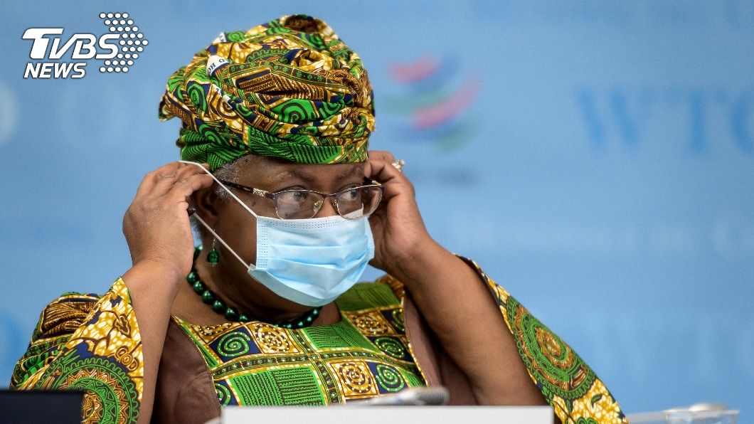 WTO首位女性暨非裔秘書長伊衛拉接受瑞士報社對她的道歉。(圖/達志影像路透社) 被瑞士報社稱「阿嬤」 總編遭批歧視致歉WTO新秘書長