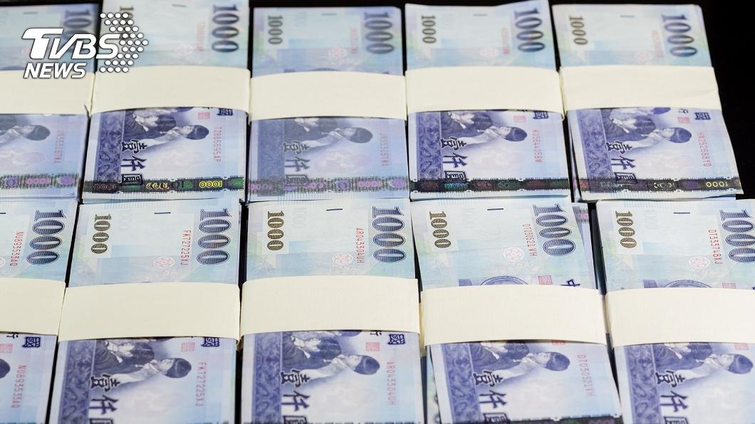 撿「裝7萬現金皮夾」報案 27歲警遭控私吞