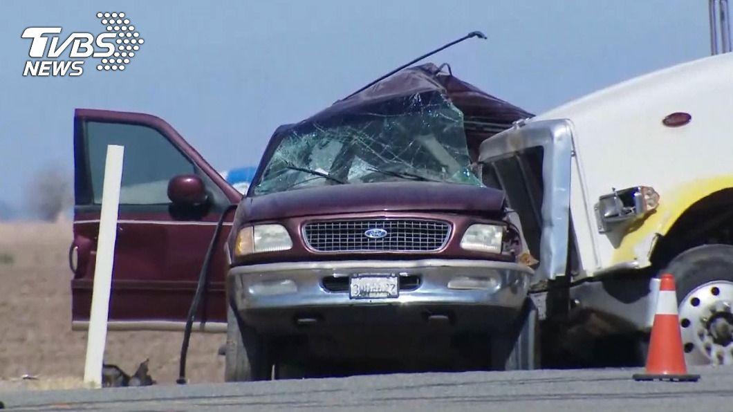 圖/達志影像美聯社 加州休旅車及貨車碰撞 至少釀15死