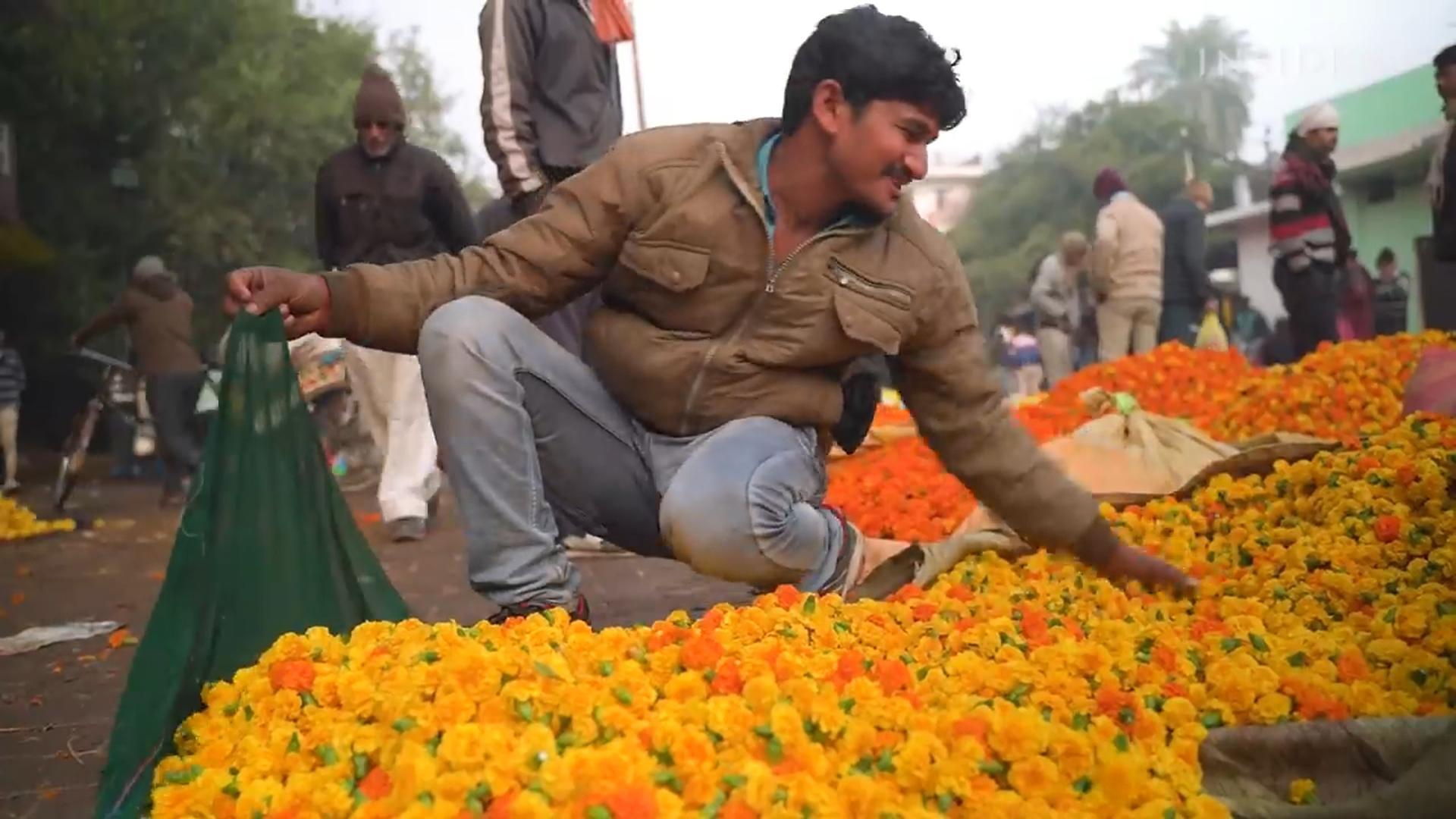 鮮花拜完難處理 印度做成線香再利用