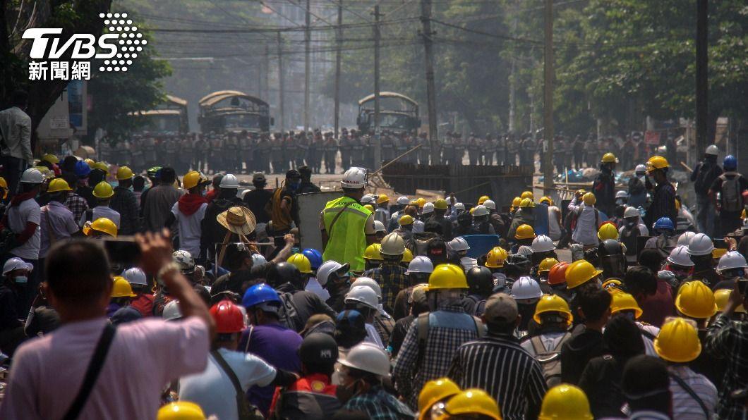 (圖/達志影像美聯社) 血腥鎮壓澆不熄示威決心 緬甸街頭更多群眾聚集