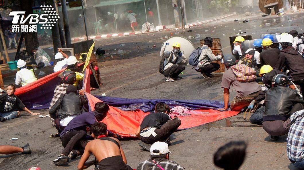 緬甸鎮壓單日死亡人數高達38人。(圖/達志影像路透社) 緬軍鎮壓最血腥日釀38死 UN特使籲對軍官採強硬措施