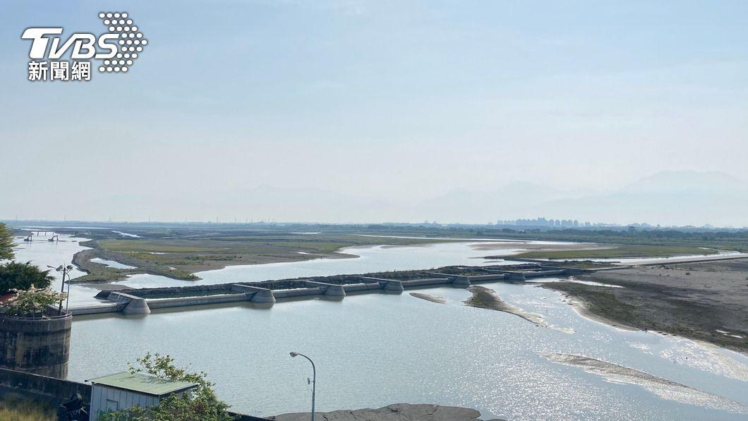 (圖/中央社) 高屏溪川流量下降 今起暫停支援台南用水