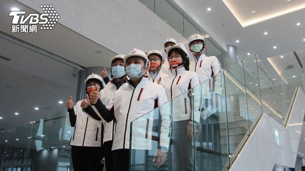 侯友宜上午到新店區視察工程。(圖/中央社) 若民眾有疑慮 侯友宜:願率先打疫苗安民心