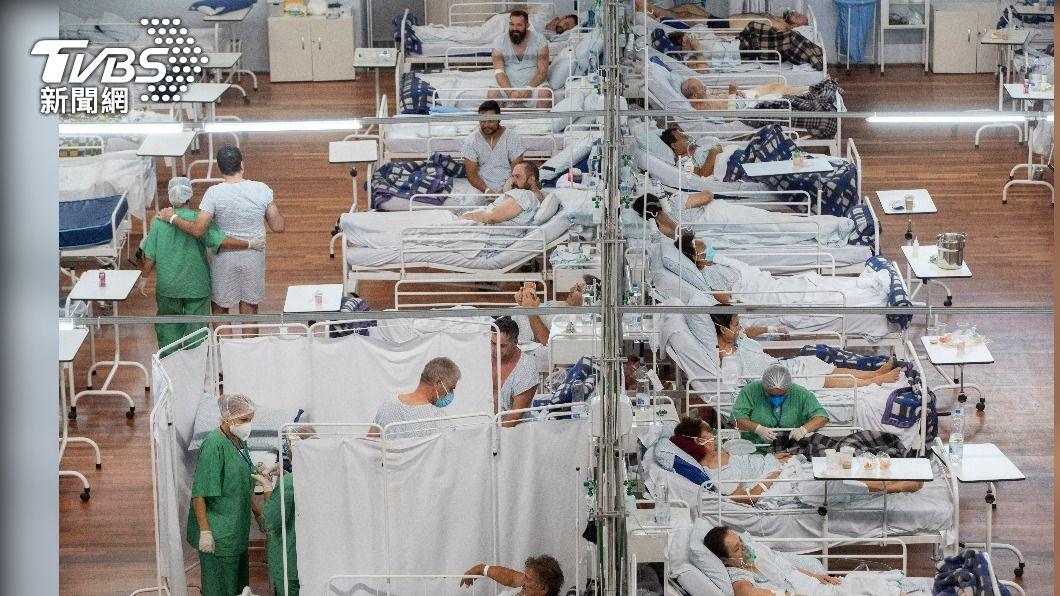 巴西昨(4)日近2千人確診後不治身亡。(圖/達志影像美聯社) 巴西染疫不治近26萬人 有人無動於衷心理學家解釋