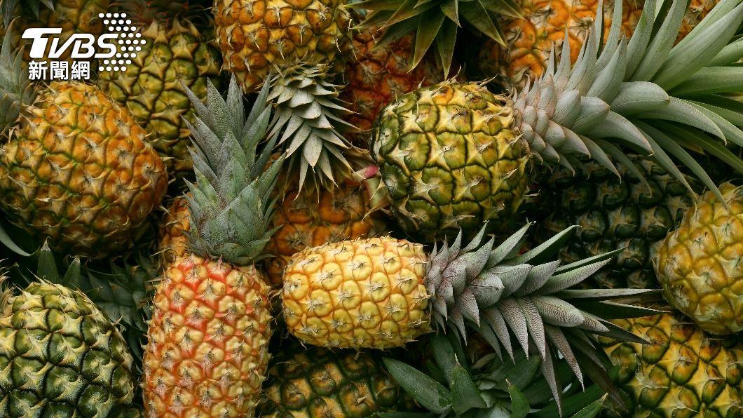 鳳梨營養價值不低,內含的「鳳梨酵素」還能幫助消化蛋白質。(示意圖/shutterstock達志影像) 鳳梨該吃哪種?營養師曝食用攻略 「它」解便秘最有效