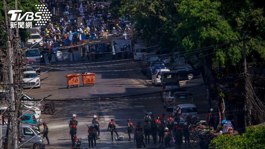 緬甸反政變抗議遭血腥鎮壓。(圖/達志影像美聯社) 聯合國專家促安理會祭武器禁運令 制裁緬甸軍方