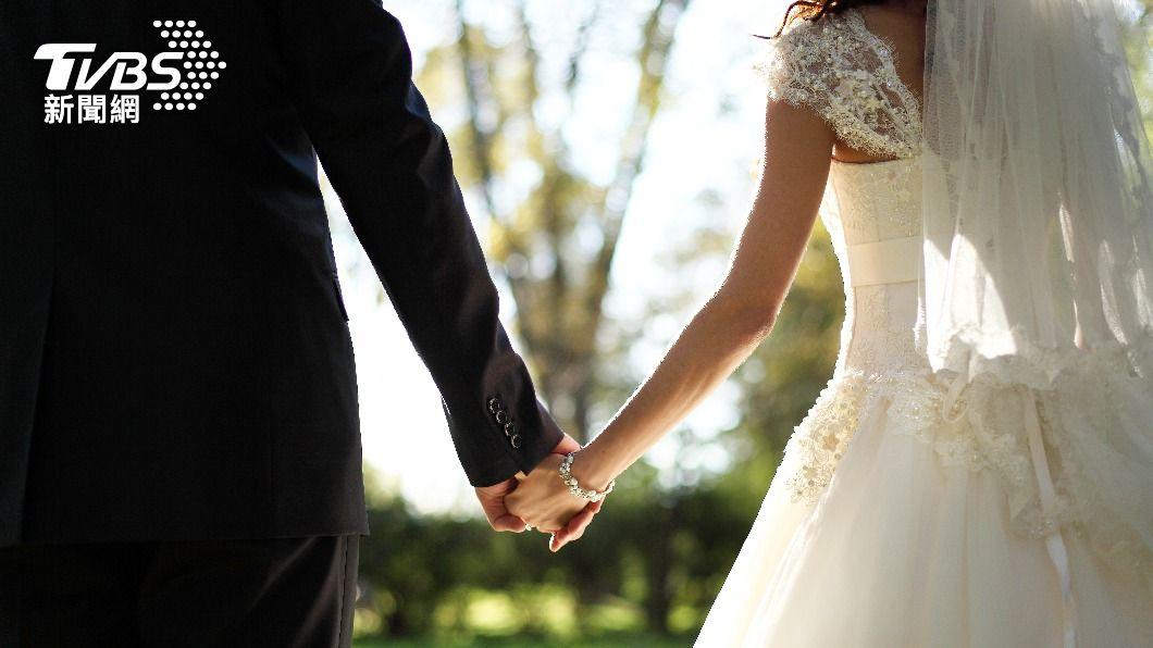 婚姻是兩個人的事,不應由男方全數承擔。(示意圖/shutterstock達志影像) 有車有房無貸款? 母列8條件「賣女兒」:想娶就付錢
