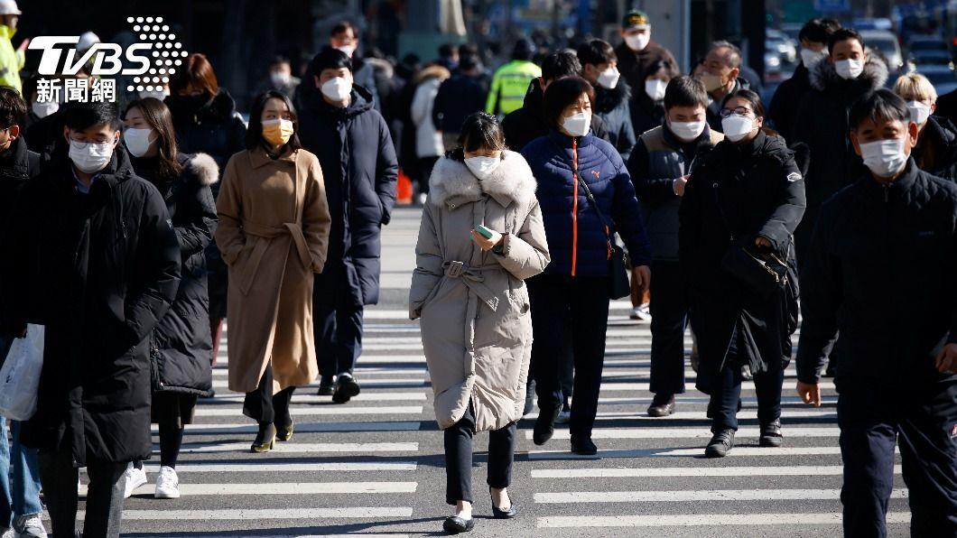 韓國提高防疫強度,晚上6時後聚會不得超過2人。(圖/達志影像路透社) 韓國擬改為4階段嚴格防疫 最高等級禁外出集會
