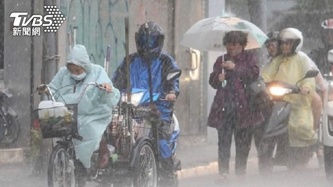 鋒面逼近雷雨襲「新竹以北」 全台越晚雨越大