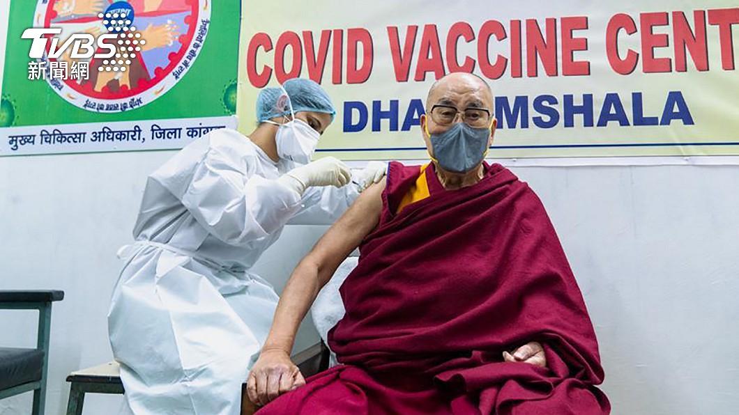 公開接種新冠疫苗! 達賴喇嘛籲民眾勇敢施打