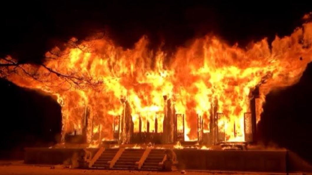 圖/翻攝自@NoWisdomTeeth推特 南韓僧侶一言不合 竟酒後放火燒千年古寺