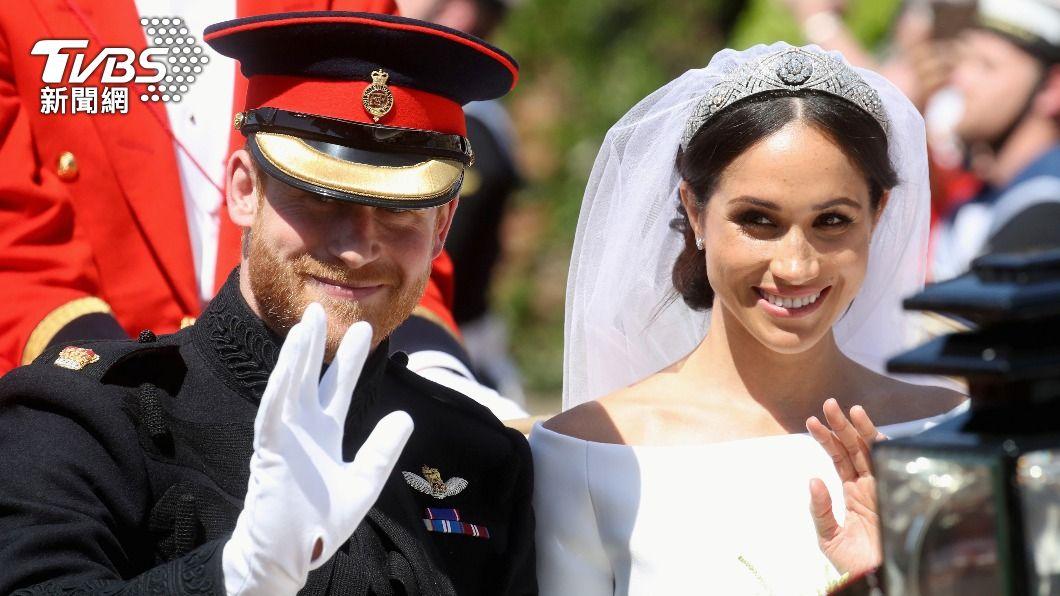 英國哈利王子與妻子梅根。(圖/達志影像路透社) 為梅根離開王室 哈利:我受困於體制,父親兄長也是