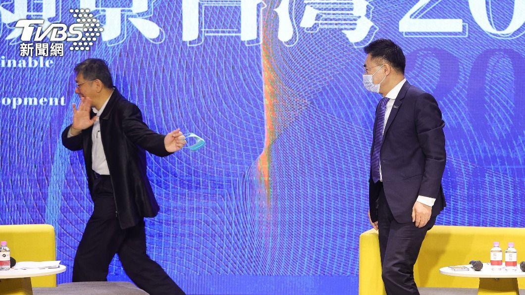 圖為2月底民眾黨主席柯文哲與國民黨主席江啟臣同台畫面。(圖/中央社) 傳意在撕掉「小藍」標籤 藍:提禮讓召委未獲柯回應