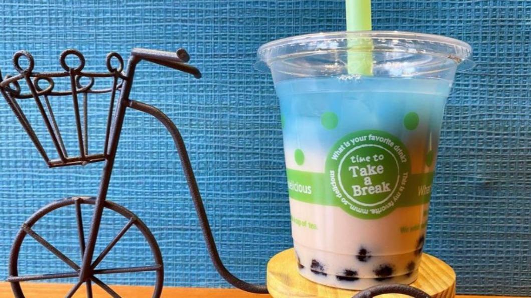 圖/翻攝自@osotozakka Instagram 日本飲品界新寵! 台灣「藍色珍奶」失眠救星
