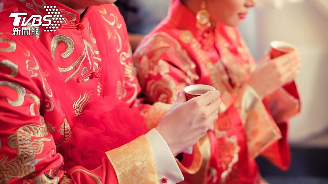 大陸日前有一對新人完成婚禮。(示意圖/shutterstock 達志影像) 新娘嫌紅包太少不下車 婆婆苦勸「加價4萬」場面超僵
