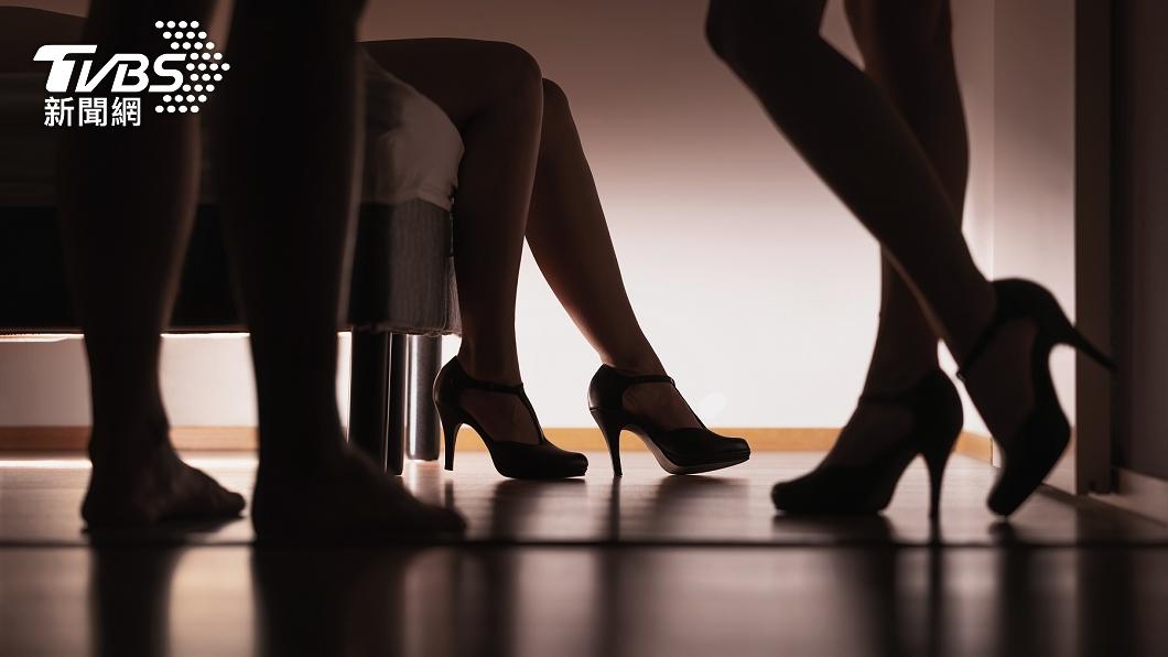 男子靠著高招的雙謊技巧,斡旋在妻子、女友之間。(示意圖/shutterstock達志影像) 「行蹤是機密」前總統府特勤偷吃生子 正宮氣到流產