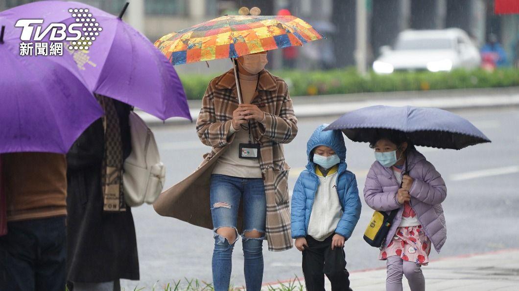 (圖/中央社) 今晚變天!梅雨鋒面報到雨連下5天 下週還有一波
