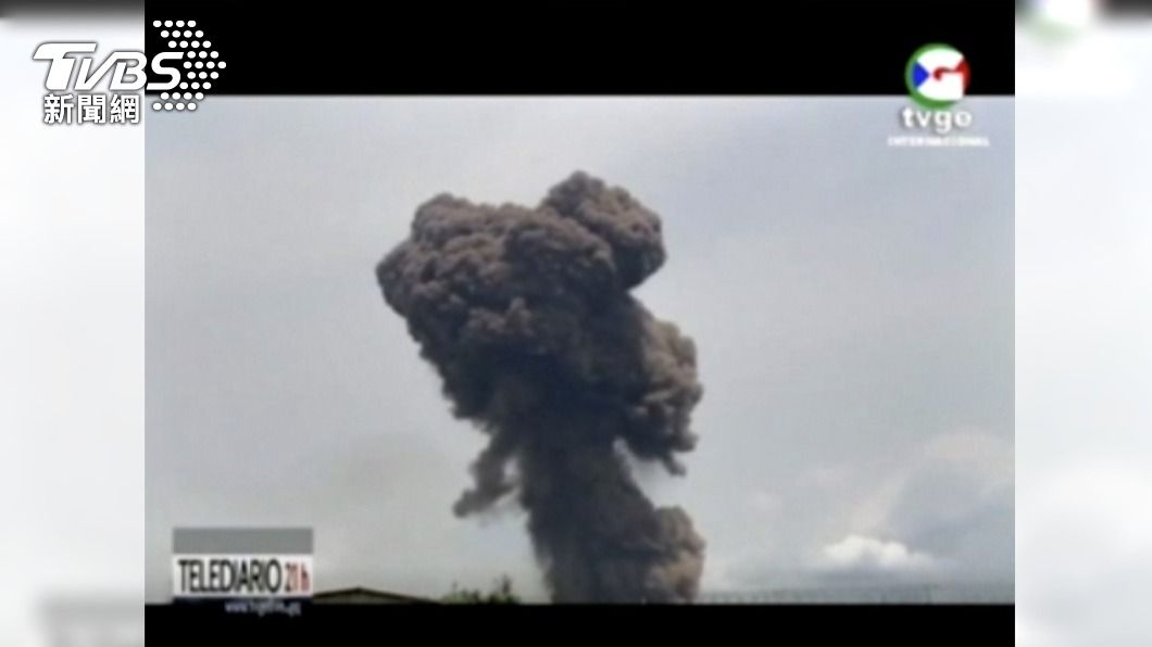 赤道幾內亞一處軍營發生爆炸。(圖/達志影像美聯社) 軍營連環爆增至98死 赤道幾內亞籲國際救援