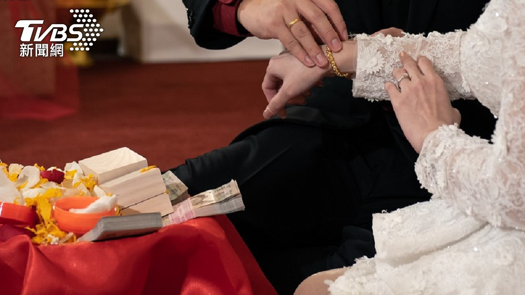 男子想要結婚,卻被準岳母簽下不平等條約。(示意圖/shutterstock達志影像) 準岳母逼上繳房產「單親有保障」 男拒狠遭女友搧掌
