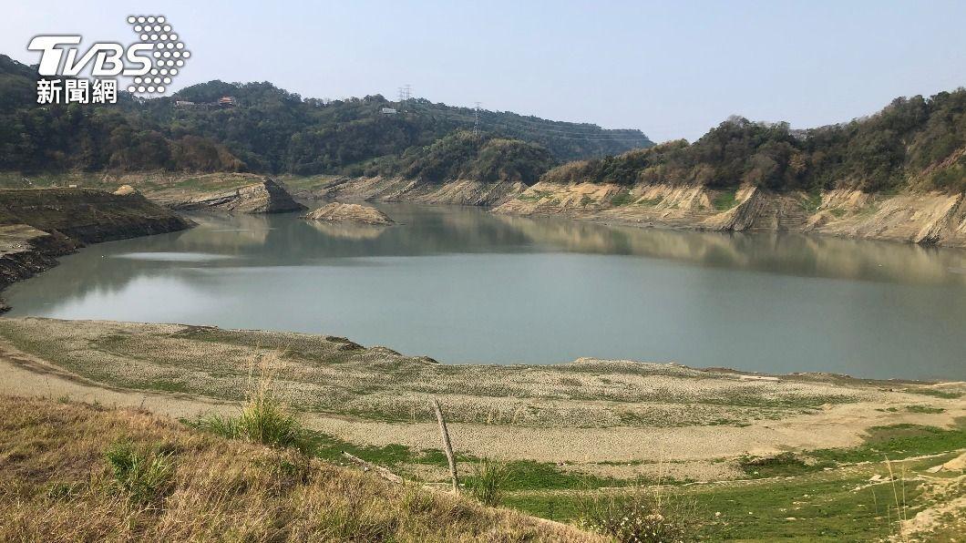 鯉魚潭水庫蓄水率低。(圖/中央社) 鯉魚潭水庫淹沒區全都露 把握低水位首次清淤