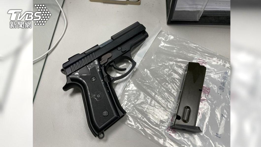 桃市某KTV遭人連開22槍案件,圖為主嫌鍾男作案槍枝。(圖/中央社) 桃園平鎮KTV槍擊案 警方啟動一個月除暴專案