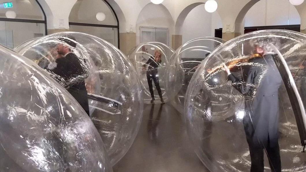 疫情下的藝術創作 樂手在氣泡隔離演奏