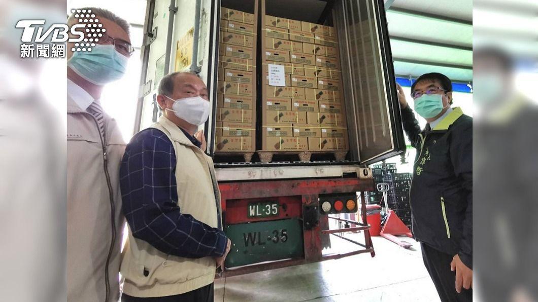 (圖/中央社) 新加坡台商訂25噸鳳梨 首批台南裝櫃出貨
