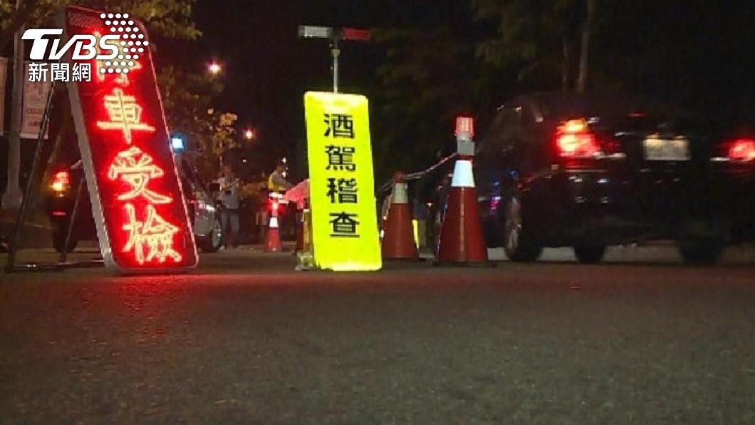 台中市一名騎士遇警方酒駕臨檢加速逃逸。(圖/TVBS資料畫面) 憂酒駕遇警攔查落跑 結果「未超標」騎士吞12罰單傻了