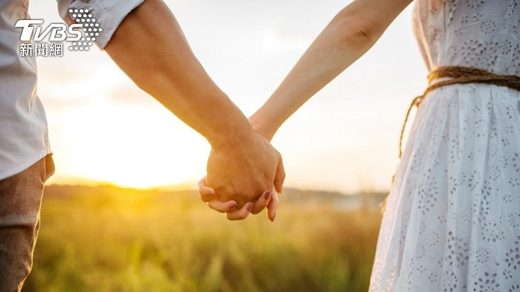男女交往必須要互相磨合和尊重才能維持長久。(示意圖/shutterstock 達志影像) 男友賺更多!28K女嗆:AA制可恥 神邏輯遭全網吐槽
