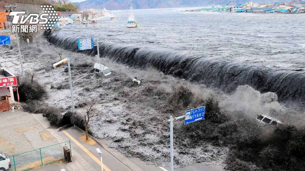 (圖/達志影像路透社) 日本311大地震10週年 他看著未婚妻被黑潮吞沒