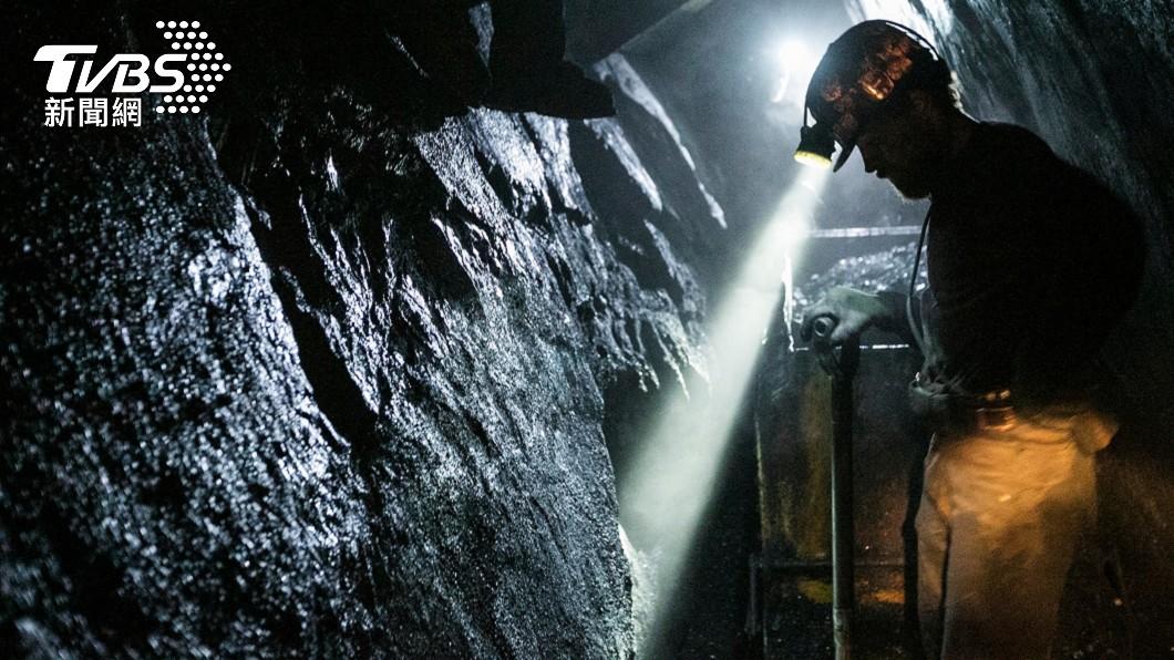 美國一名男子日前到礦場當臨時工4.5小時。(示意圖/shutterstock 達志影像) 打工4.5小時爽領192萬 美男嗨翻買車結果慘了