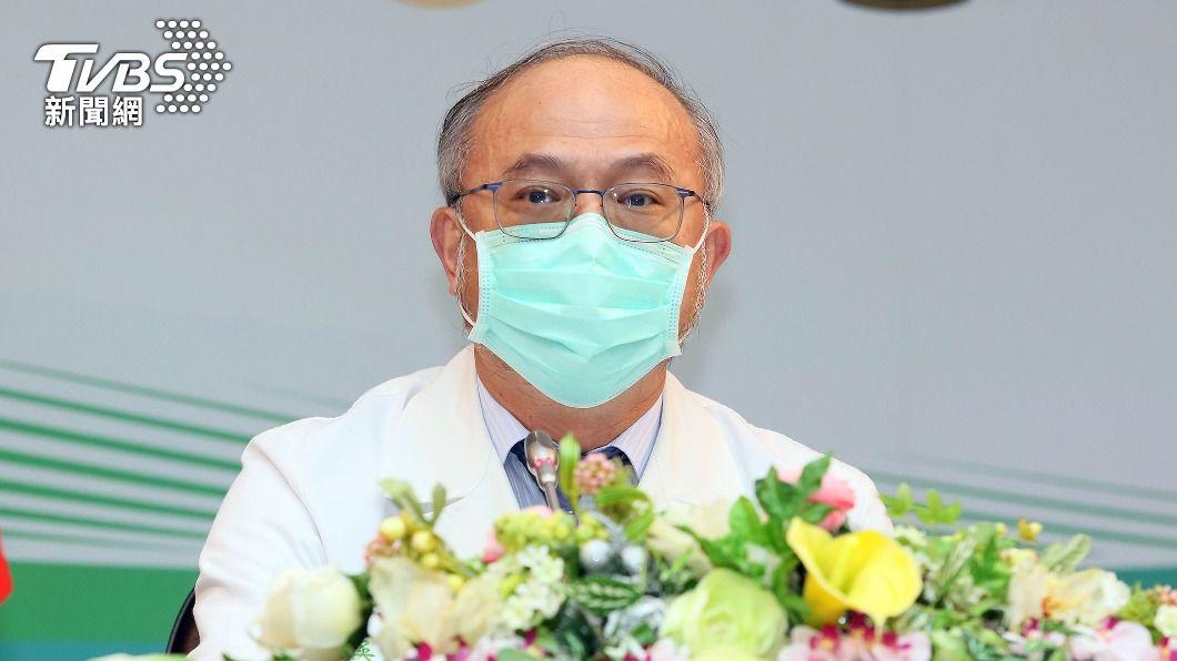 台大醫院院長吳明賢。(圖/中央社) 無畏AZ疫苗安全疑慮 台大醫院院長喊話帶頭打