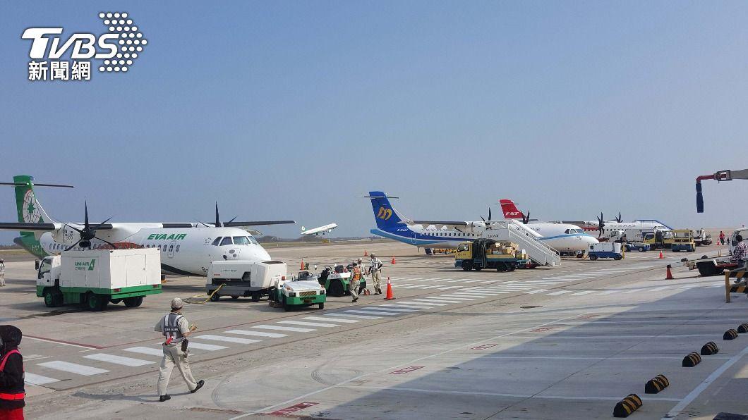 (圖/中央社) 清明連假離島第二波加班機 15日上午9時開賣