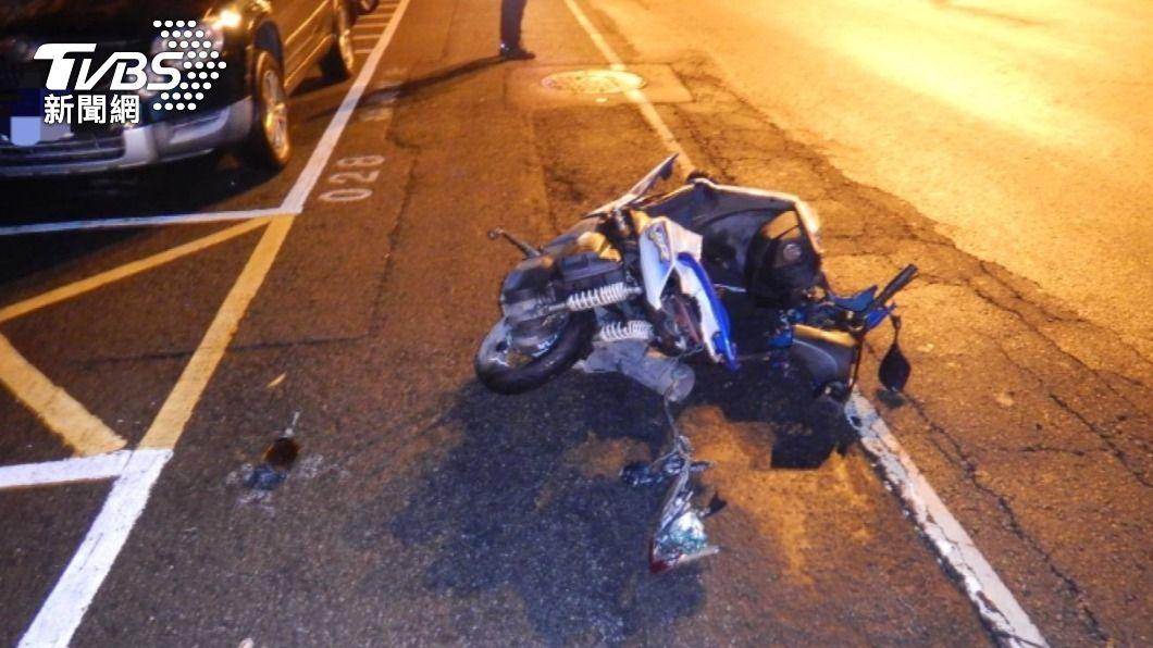 女騎士被撞飛頭部重創,搶救9天後昨晚傷重不治。(圖/TVBS) 女騎士遭賓士撞擊搶救9天不治 無照富少過失致死送辦