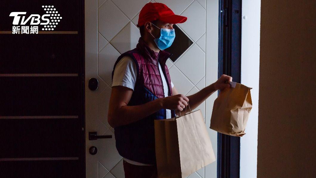 民眾常要求外送員將餐點送上樓。(示意圖/shutterstock達志影像) 外送員不願送上樓「出蠢招」拒客 同行怒轟:害死人