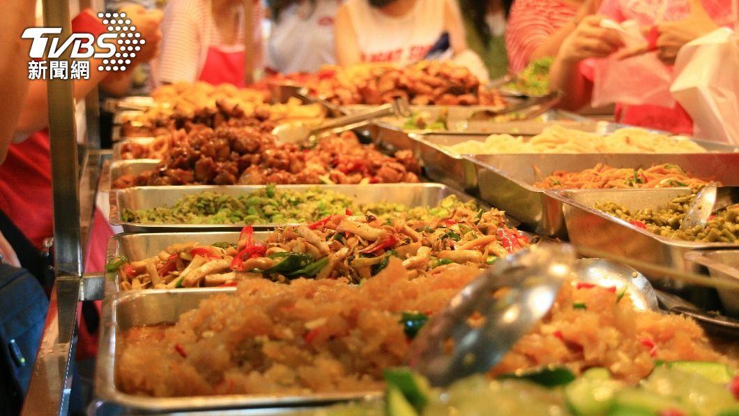 台灣外食族比例高,許多人會選擇吃菜色多樣的便當。(示意圖/Shutterstock達志影像) 難吃便當菜「捲Q電話線」真名曝 營養師狂推:快夾!