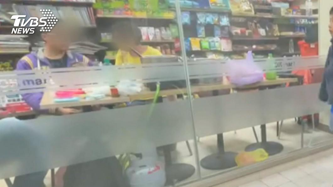 圖/TVBS 好扯!民眾自備一桶「瓦斯」 超商座位區煮火鍋