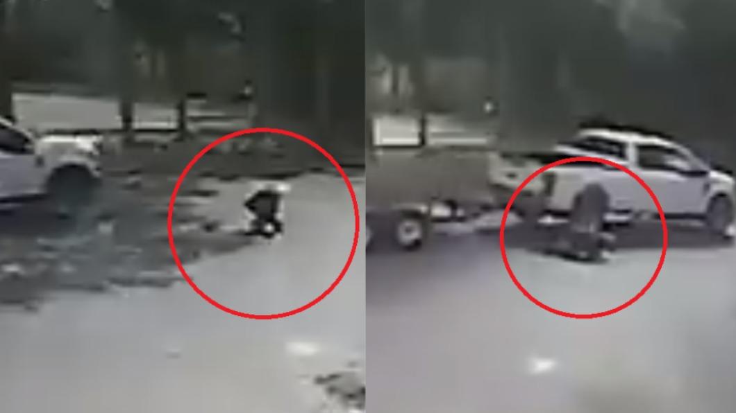 美國一名駕駛無視婦人跪地,直接撞上。(圖/翻攝自FHPSWFL推特) 無視婦人突跪地不起 美冷血駕駛「直撞輾壓」逃逸