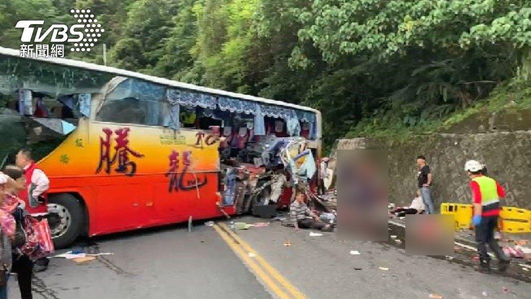 不斷更新/疑煞車失靈撞山壁 蘇花車禍5死逾20傷