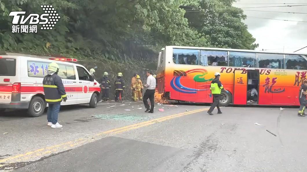 (圖/TVBS) 遊覽車撞山壁6死 林佳龍指示加速蘇花公路安全計畫