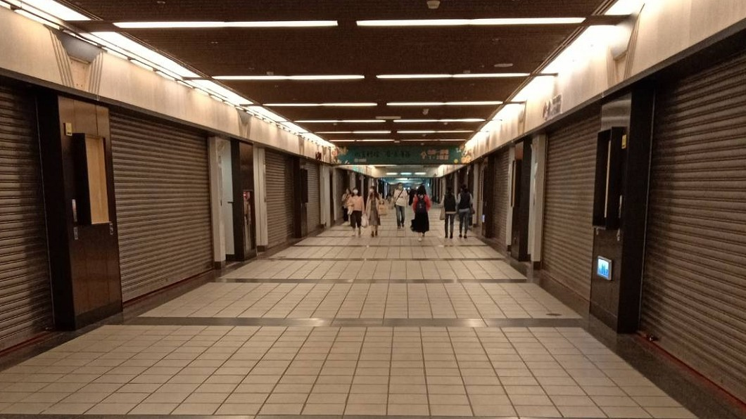 近年士林夜市來客量逐漸下滑,如今東區地下街也爆出變成蚊子街。(圖/翻攝自游淑慧臉書) 比士林夜市慘!東區地下街淪空城 議員嘆:要靠什麼救
