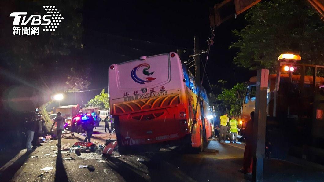 (圖/中央社) 蘇花公路遊覽車撞山壁事故釀6死 檢警擴大偵辦